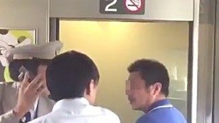 新幹線放火自殺の映像