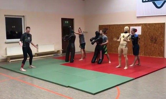 レスリングの練習用「ダミー人形」