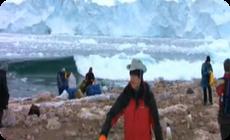 氷山が崩れて津波になる映像