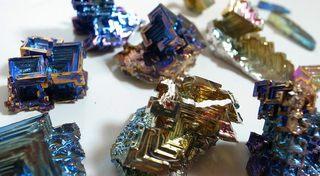 虹の結晶!ビスマスの実験画像(1)