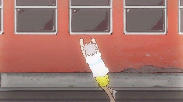 電車に乗れず津波につかまる少年のアニメ