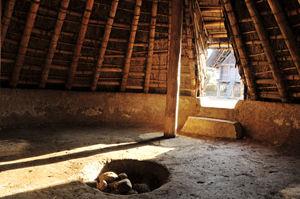 竪穴住居内部