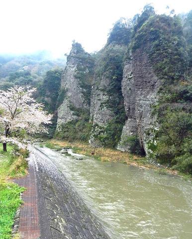 三宮の景と川