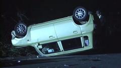 少年3人乗りの軽乗用車が横転、高1男子死亡 山梨