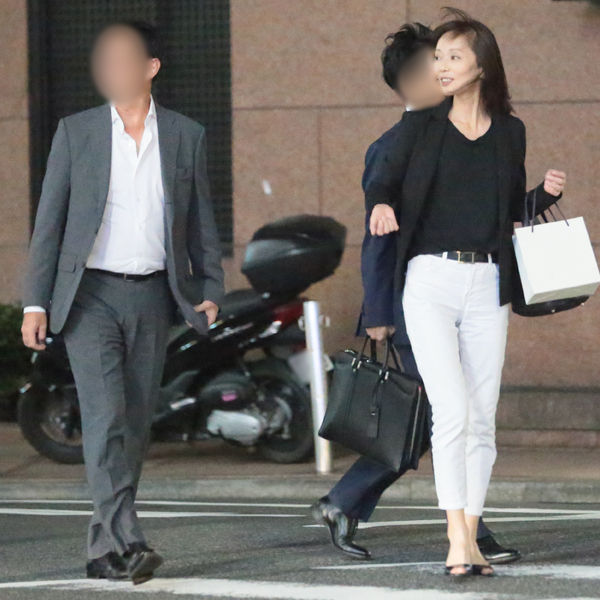 【芸能】葉月里緒奈が3度目の結婚、大邸宅で二世帯生活開始