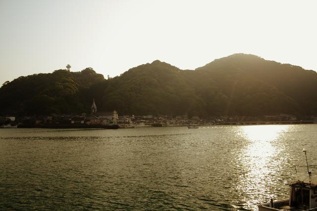 天主堂と漁港