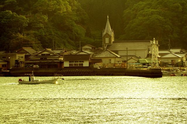 教会のある漁港1