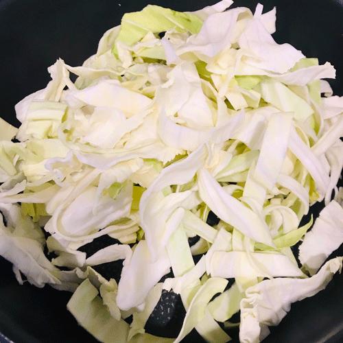 キャベツ豆苗豚コマシメジの塩昆布蒸し1