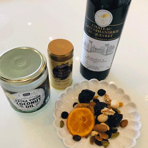 チョコの材料と赤ワイン