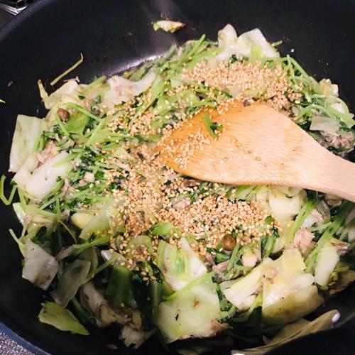 サバの水煮豆苗炒め3