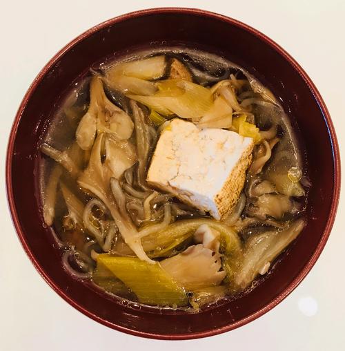 朝食前のマイタケ味噌汁