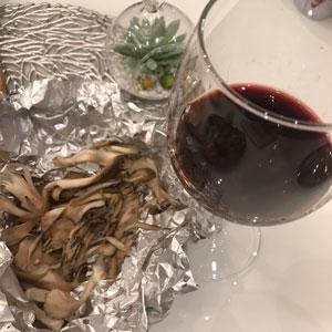 焼きマイタケと赤ワイン