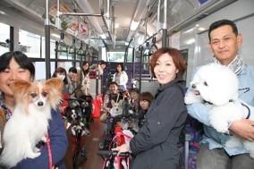 無料送迎バスの乗車客の様子