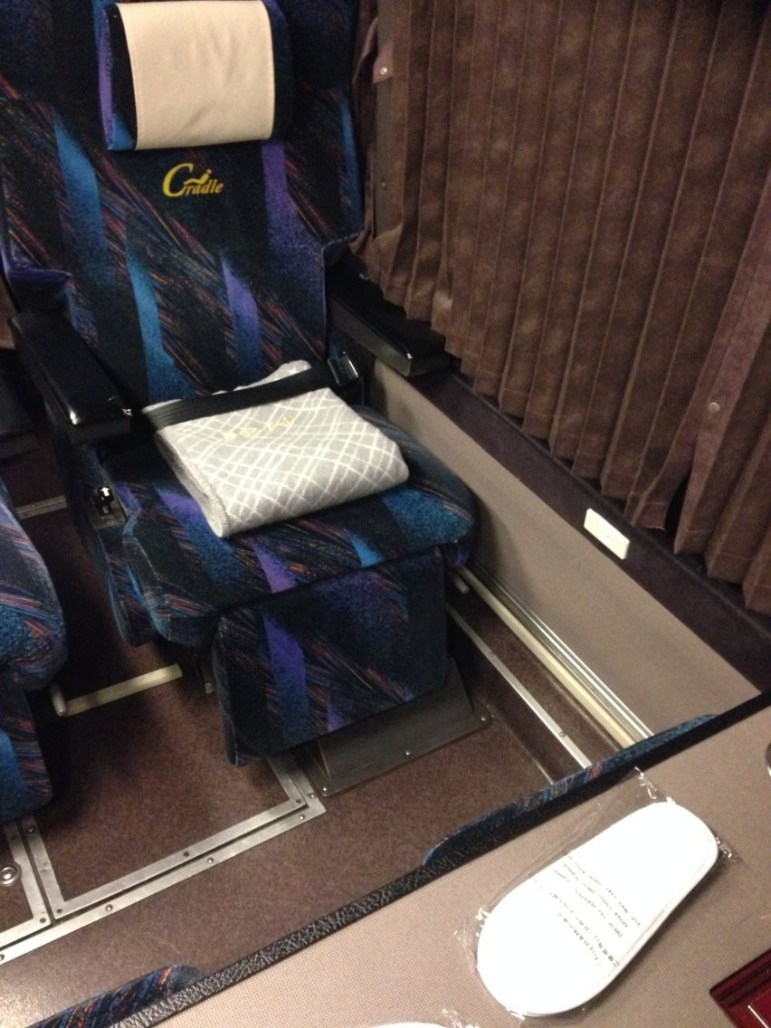 ボイストレーナーのバス日記ゆったり!「9列仕様」プレミアムドリーム号コメント                hirosonbus