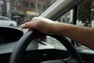 運転中の喫煙を取り締まりましょう