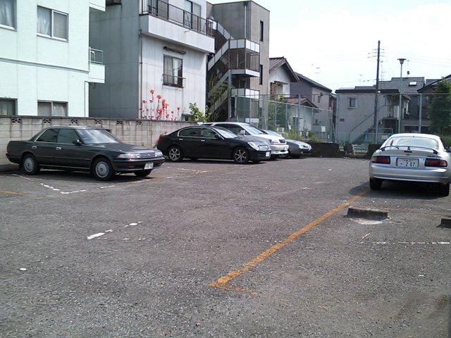 V35スカイラインはいつものようにいつもの駐車場にいました。