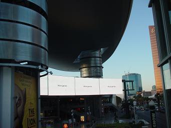 巨大な円盤型屋根が特徴的なラスベガス ファッションショー