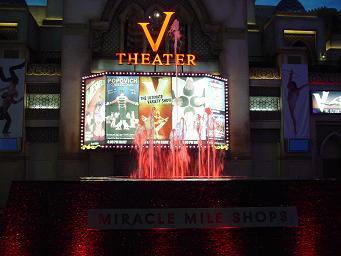 色が変化するラスベガス プラネットハリウッドホテル ミラクルマイルショップス 噴水ショー