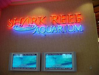 ラスベガス マンダレイ・ベイホテル シャーク リーフ 水族館 案内表示