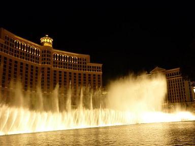 ラスベガス ベラッジオホテル 噴水ショー 強い風で流れる噴水