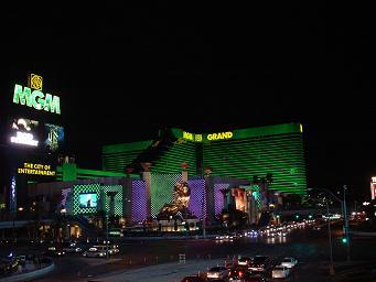 ラスベガス MGMグランドホテル 夜 エメラルドグリーンに輝くMGMホテル 画像