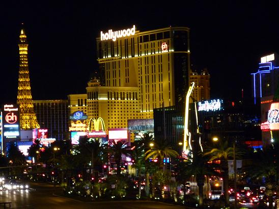 ラスベガス ニューフォーコーナーから見たプラネットハリウッドホテル