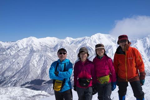 104 日白山山頂にて。小生の右肩の上が谷川岳。