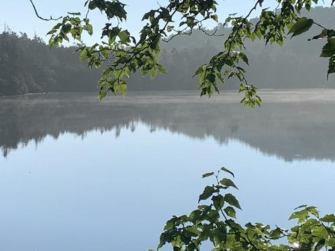 072 湖畔を巡る。