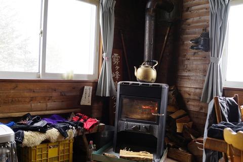 071 薪ストーブが温かい。