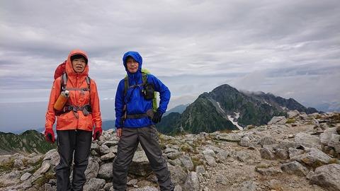 056 剱岳を入れて記念撮影。