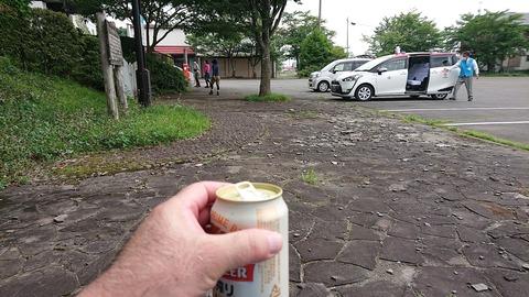 063 石川啄木記念館に到着の前に缶ビールをゲット。