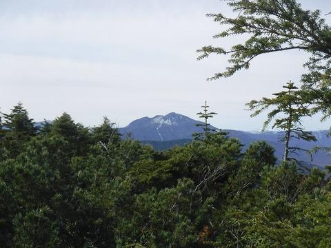 122 燧ヶ岳が端正。