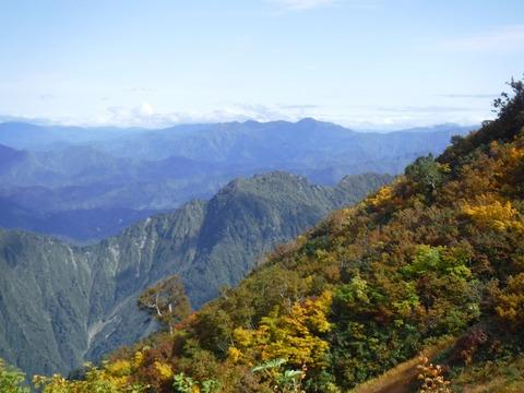 095 あの遠くの山は毛猛山。