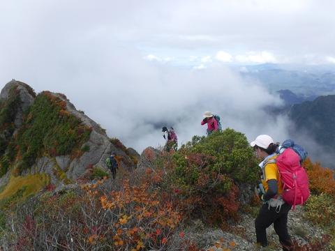 152 摩利支天岳の下り待ち。