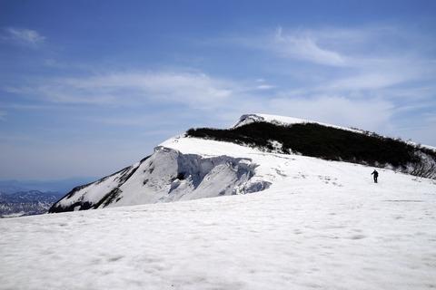 127 山頂はまだ見えない。