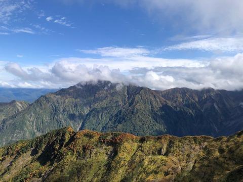 138 越後駒ヶ岳のガスはなかなか取れない。