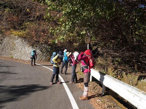 01 帯那山登山口までタクシー乗車。