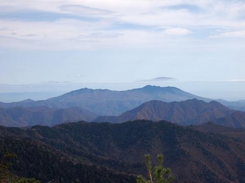 127 何度も撮ってしまう高原山。