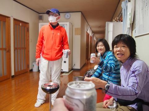 133 玄関スペースで湯上りビール。