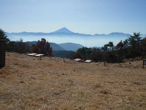 10 富士山はひときわ高い。