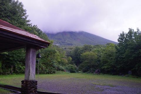 081 今日も岩手山はガスの中。