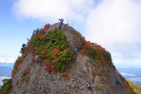 136 摩利支天岳の下り。