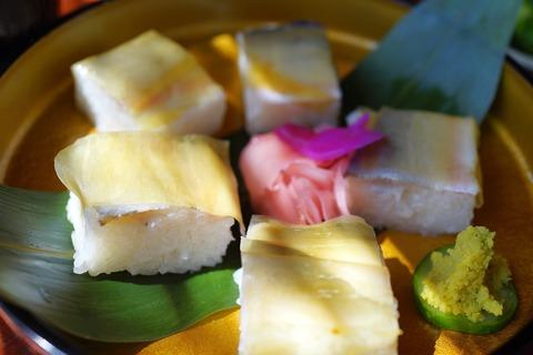 261 鮎の押し寿司。