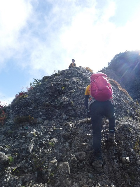 143 このちゃんは摩利支天岳の下り。