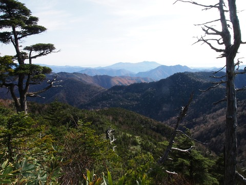 089 今日も裾野が美しい高原山。
