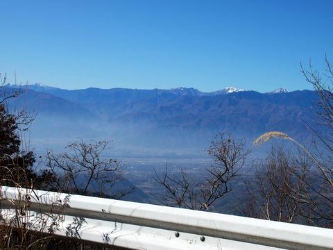 17 白峰三山と左奥に塩見岳。
