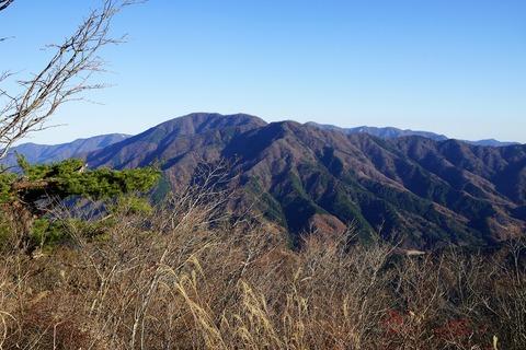 061 目の前には加入道山と大室山。