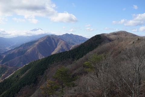 129 さっきまでいた朝日山(赤鞍ヶ岳)も良く見える。