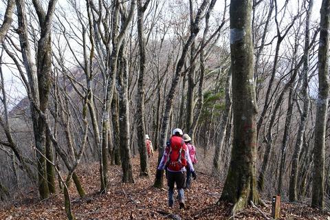 120 次のピークは赤鞍ヶ岳(ワラビタタキ)。