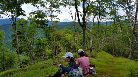 61 山頂は意外なほど眺めが良い。